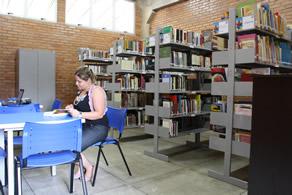 Biblioteca_Carmelinda_Guimar_es2