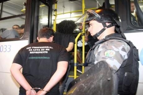 2714-marconi-prende-manifestantes-que-ocuparam-secretaria_650x0