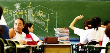 sala-de-aula-escola-lousa-escola-publica-1398183227912_615x300